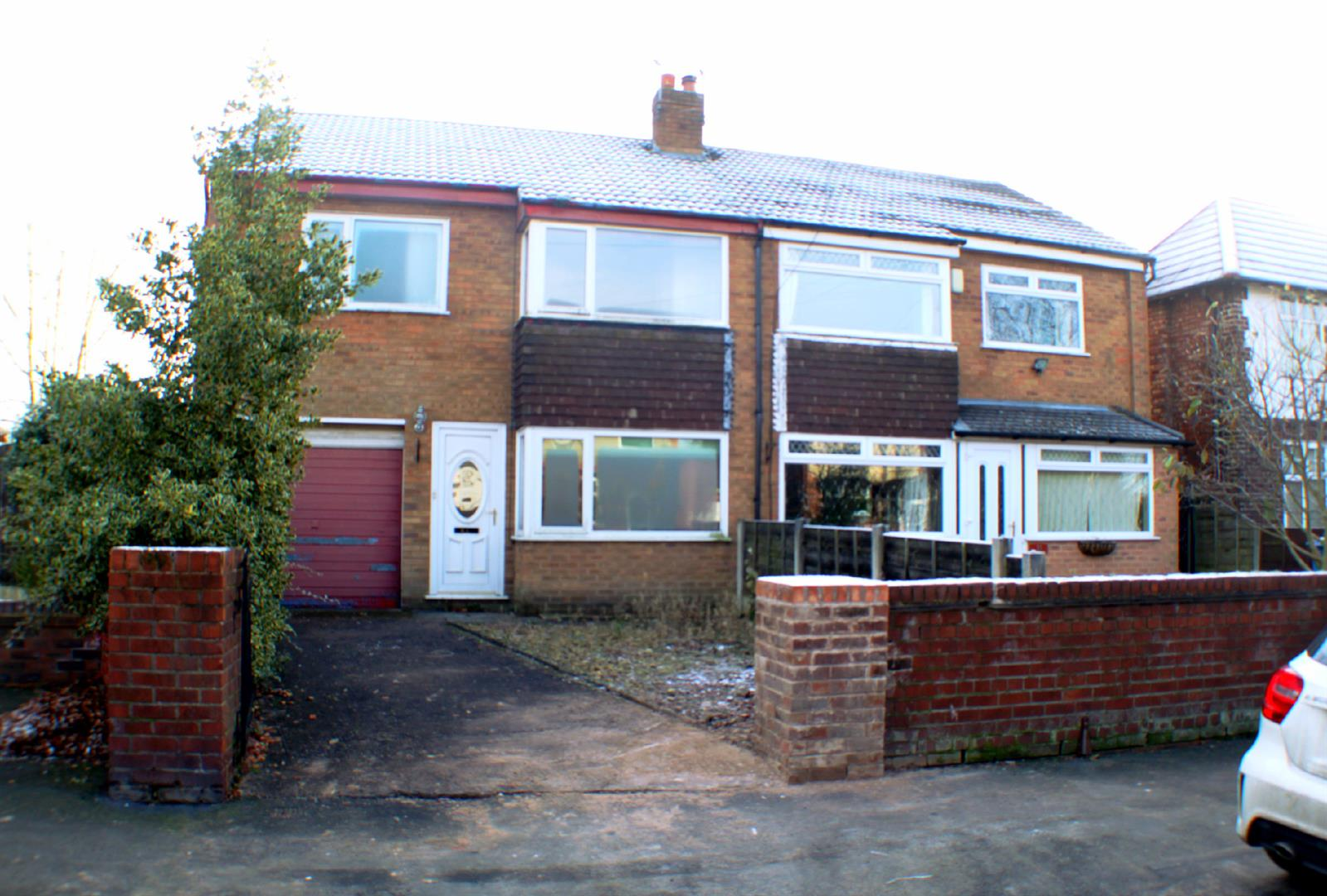 3 Bedrooms Semi Detached House for sale in Boat Lane, Irlam, Manchester
